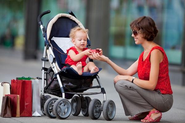 Mua xe đẩy em bé loại nào an toàn?