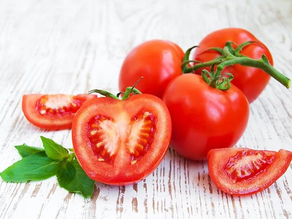 Làm mặt nạ dưỡng da bằng cà chua như thế nào?